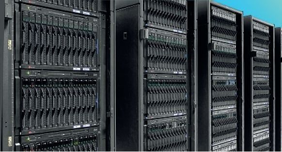 Auch ganze Hundertschaften von Blade-Servern sind für Systemadministratoren kein Alptraum. (Foto: IBM)