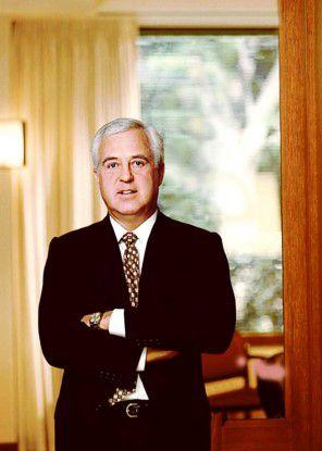 Nach mehr als zehn Jahren gibt Van Honeycutt seinen Posten als CEO und Chairman von CSC ab.
