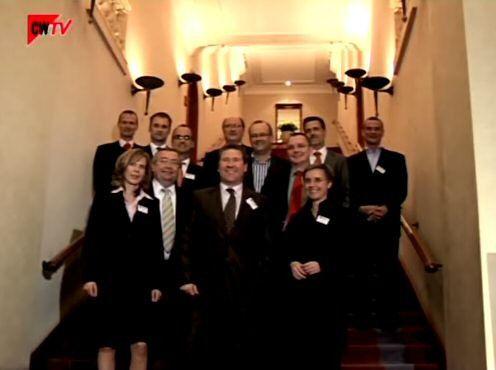 Unser Video (7:20 Minuten) zeigt, wie CIOs feiern können. Wir haben anlässlich der Preisverleihung Ende 2006 die Kamera drauf gehalten.