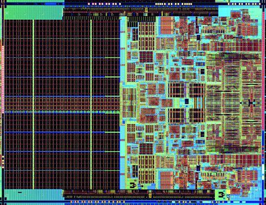 """Der Blick auf den Rohchip (""""Die""""; hier von Intel) verrät, dass bei den Vier-Kern-CPUs der ersten Generation zwei Dual-Core-Prozessoren nebeneinander platziert werden."""