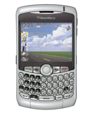 Das Curve ist RIMs bislang schmalstes und leichtestes Smartphone mit vollwertiger QWERTZ-Tastatur.
