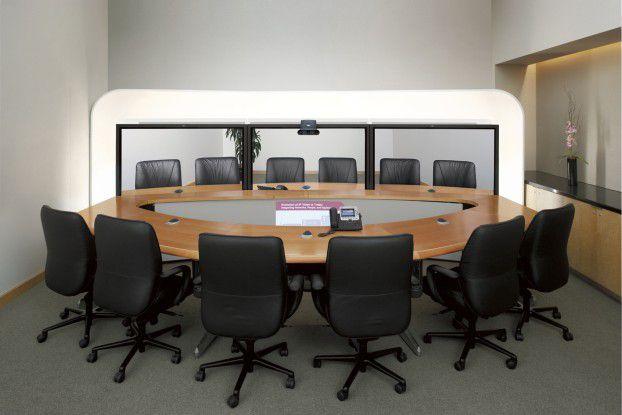 Das TelePresence 3000 von Cisco ist eine komplette Konferenzanlage aus Technik und Büromöbeln.