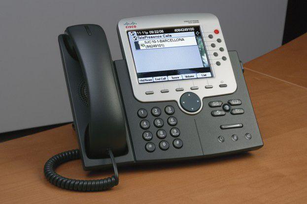 Als SIP-Endgerät wird das TelePresence-System einfach über ein IP-Telefon gesteuert.