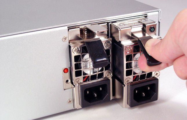 Zentrale Komponenten, wie die Stromversorgung, sollten redundant ausgelegt sein, um einen sicheren Betrieb zu gewährleisten.