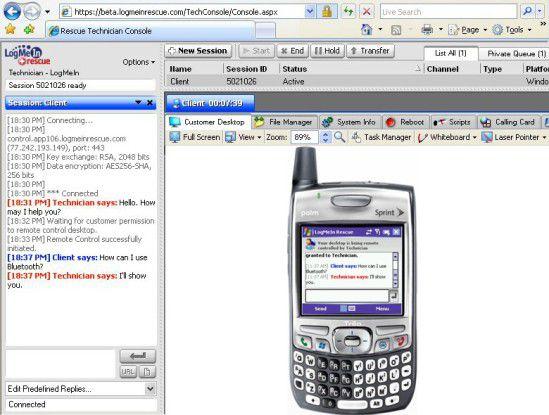 Der Techniker kann über sein Browser-Fenster per Fernzugriff das Smartphone bedienen.