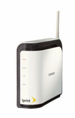 Mit Airave vermarktet Sprint eines der ersten Femtocell-Produkte. Äußerlich unterscheidet die Mobilfunkstation im Kleinstformat kaum von einem WLAN-Router.