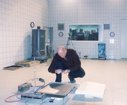 In einem Brandraum erzeugt Novar Miniaturbrände, um Gassensoren testen und die entstehenden Brandgase analysieren zu können.