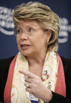 Viviane Reding will Cyber-Mobbing Riegel vorschieben.