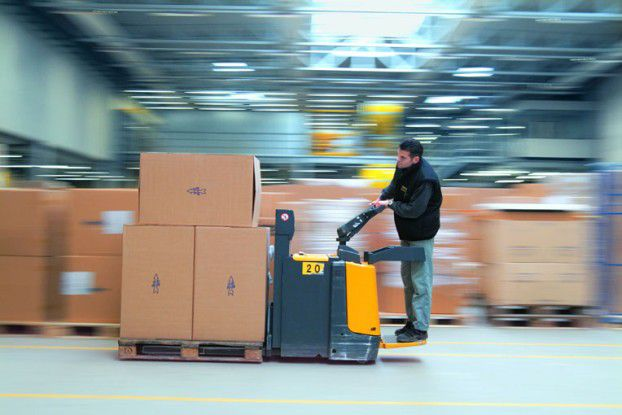Der Unternehmensbereich TAKKT ist in Europa und Nordamerika der führende B-to-B-Versandhändler für Büro-, Betriebs- und Lagerausstattung. Die Geschäftsbereiche KAISER + KRAFT EUROPA, Topdeq und K + K America bündeln das Angebot hunderter Lieferanten zu einem Sortiment mit mehr als 120.000 Produkten.