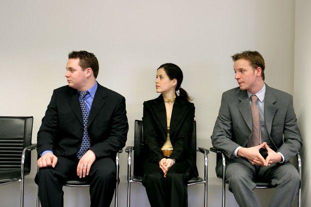 Im Auswahlverfahren kann sich der Bewerber von der Konkurrenz absetzen, der sich intensiv mit seinem Arbeitgeber beschäftigt hat.