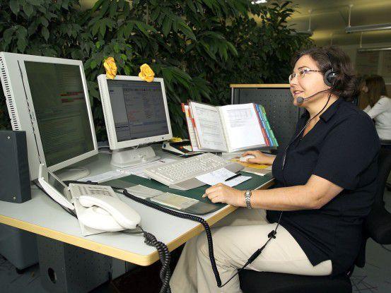 Bildschirmarbeiter wie etwa im Call-Center haben oft Nackenverspannungen und Augenbeschwerden.