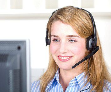 Haben momentan eigentlich keinen Grund zum Lächeln: Mitarbeiterinnen in Telekom Call-Centern