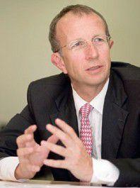 """Prof. Walter Brenner, Direktor des Instituts für Wirtschaftsinformatik an der Universität St. Gallen: """"SOA befindet sich heute noch in einem frühen Stadium der Entwicklung: Im Moment geht es noch um den Beweis der Machbarkeit..."""""""