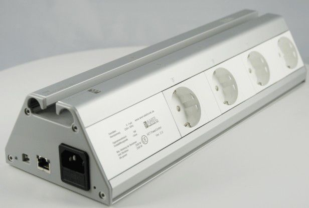Über dir größere Net-PwrCtrl Pro können bis zu acht Stromverbraucher unabhängig von einander geschaltet werden.