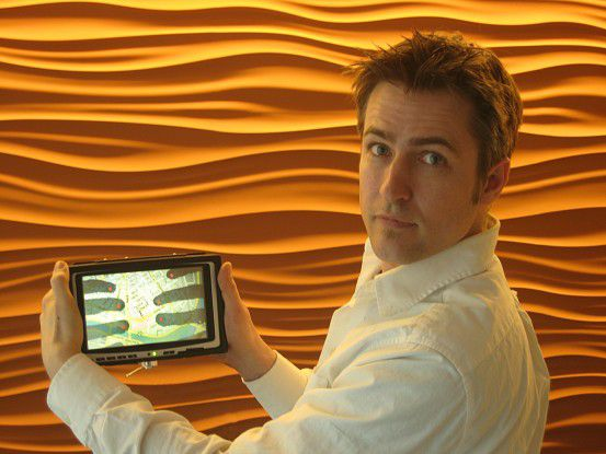 Patrick Baudisch beschäftigt sich mit mobilen Geräten, die man von der Rückseite aus bedienen kann.