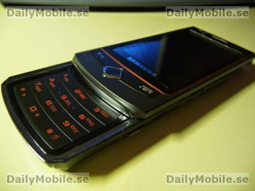 Samsung S8300 - ein Slider, der nur knapp 13 Millimeter dick ist.