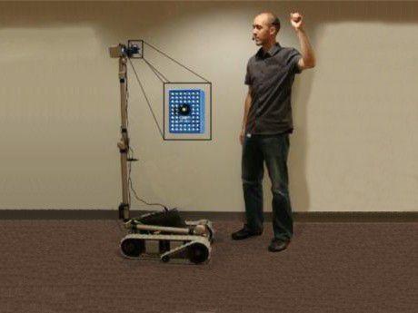 Bei Fuß: Roboter sollen sich eines Tages ohne Fernsteuerung einsetzen lassen.