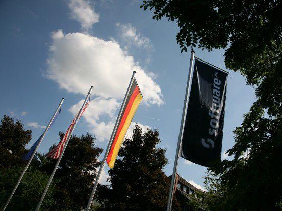 Flaggen über der Software-AG-Zentrale in Darmstadt
