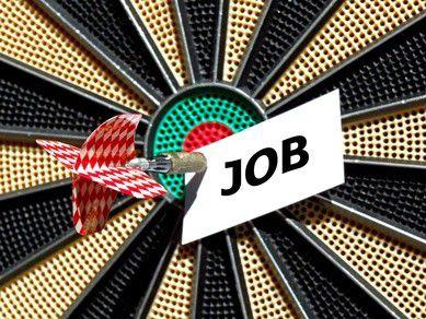 Wer in Zeiten der Krise einen Job finden will, sollte neben dem offenen auch den verdeckten Stellenmarkt angehen. (Foto: FotoLyriX/Fotolia.com)