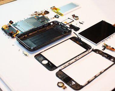 iPhone 3G S zerlegt: Neue Bauteile machen es schneller und sparsamer.
