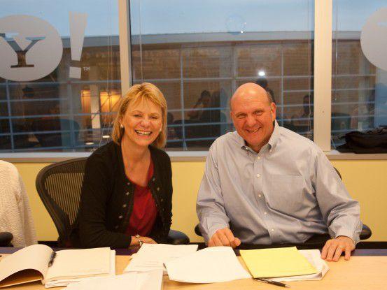 Vor einem Jahr unterschrieben Carol Bartz und Steve Ballmer die Such-Kooperation (Foto: Microsoft)