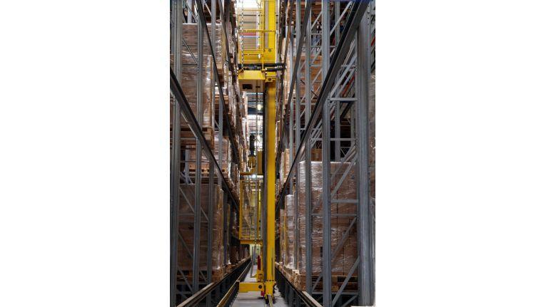 Weiträumige Hallen: Hier stellen 250 Mitarbeiter täglich mehr als 15.000 Pakete zusammen.