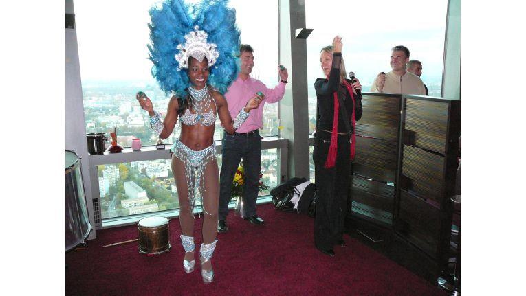 Heiße Rhythmen: Als Überraschungsgast trat eine Samba-Tänzerin auf.