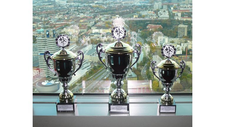 Objekte der Begierde: Die drei Erstplatzierten wurden jeweils mit einem Pokal geehrt.