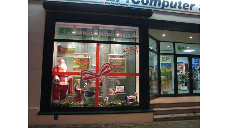 Das EP:Computer-Studio in Nordhausen hat seine Schaufenster weihnachtlich geschmückt. Inhaber Michael Menzel wird beim Deko-Wettbewerb antreten.
