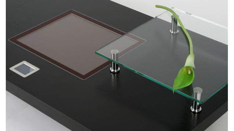 Blickfang fürs Wohnzimmer: der Couchtisch Computer von CSE