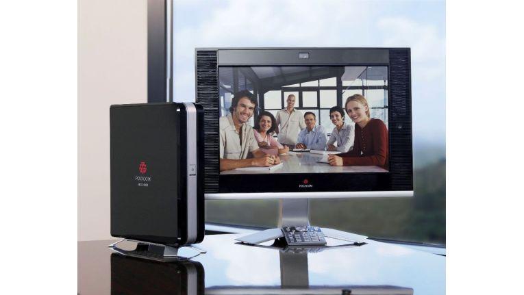 HDX 4002 ist das HD-fähige Desktop-System von Polycom und unterstützt Bandbreiten bis vier Megabit pro Sekunde, ein Mbit/s tut es für HD aber auch. auch den Einsatz von zwei großen Bildschirmen, einen für die teilnehmenden Personen, den anderen für Präsentationen.