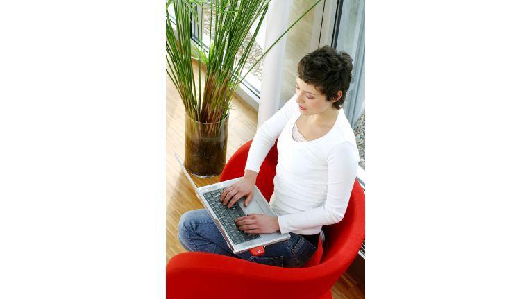 Gemütliches Onlineshopping zu Hause. Im Internet zählt für viele Kunden nur der günstigste Preis.