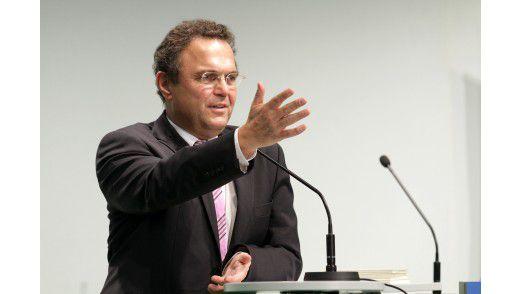 Offenbar will Bundesinnenminister Hans-Peter Friedrich, die Wirtschaft verpflichten, ihre IT- Infrastruktur besser zu schützen.