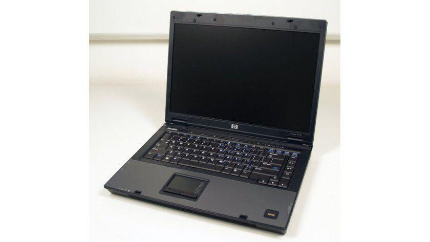 HP Compaq 6715b: Das Business-Notebook basiert auf AMDs mobiler Lösung aus Turion 64 X2 TL-64 und dem M690T-Chipsatz.