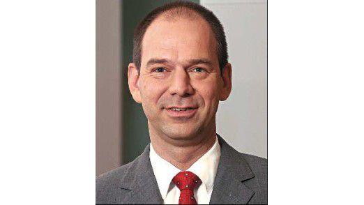 """""""Es kann nicht sein, dass man dieselben Dinge zehn Mal neu entwickelt. Dass man Patches und Upgrades mehrmals machen musste, war pure Verschwendung."""" sagt Markus Danowski, CIO der Siemens-Regionalgesellschaft Deutschland."""