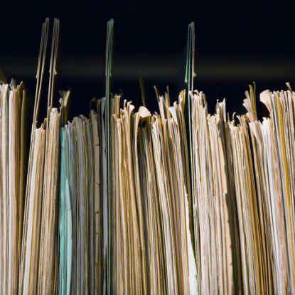 Unternehmen, die Verträge noch in Papierform ablegen, sollten schnell auf ein digitales Vertrags-Management umstellen. Sonst drohen Nachteile im Wettbewerb.