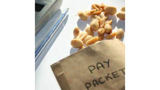 Mehr als Peanuts haben viele Beschäftigte wegen der Krise fast nicht erwartet. Am Ende war für viele aber deutlich mehr in der Lohntüte.