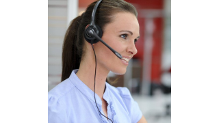 Kontakt mit Skype: Allianz-Sachbearbeitung telefoniert per VoIP - Foto: HanseNet Telekommunikation