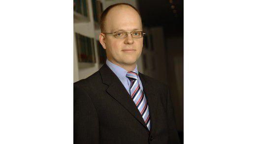 """Jens Nebel, Rechtsanwalt in der Essener Kanzlei Kümmerlein, Simon & Partner Rechtsanwälte: """"Auch Altverträge müssen angepasst werden – das bietet Chancen für eine Neuverhandlung der Konditionen""""."""