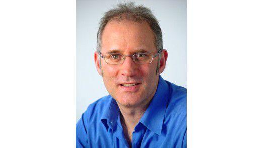 """Ian McMaster: Der Chefredakteur der Sprachzeitschrift """"Business Spotlight"""" gibt Tipps für stressfreies Telefonieren auf Englisch."""