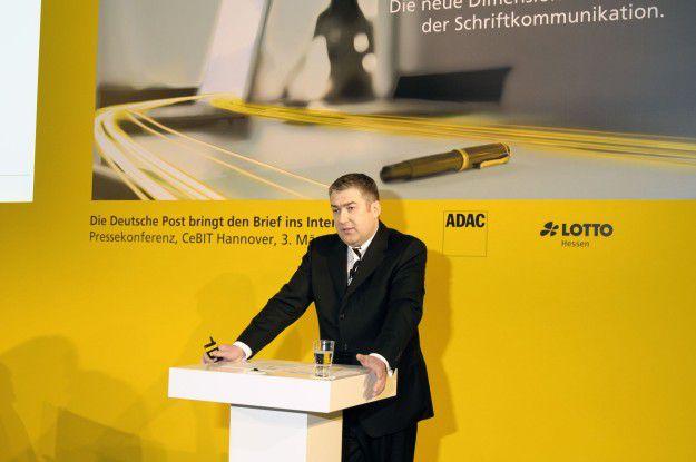 Jürgen Gerdes, Vorstand Brief bei der Deutschen Post DHL, auf der Cebit-Pressekonferenz.