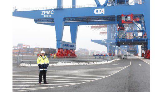 Michael Busch im Containerterminal Altenwerder.