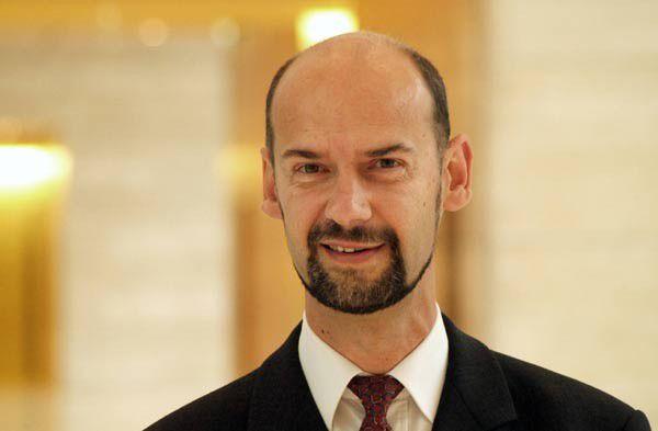 """""""Der Öffentliche Sektor kann seine Daten und Anwendungen nicht einfach nach Effizienz-Kriterien über die Welt verteilen"""", sagt Dell-Manager Hans Schramm."""