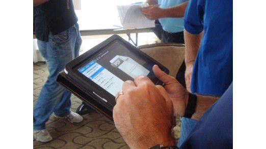 Hinterher: Nun erledigt D7 lästige Schreibarbeiten mit dem iPad im Feldversuch.