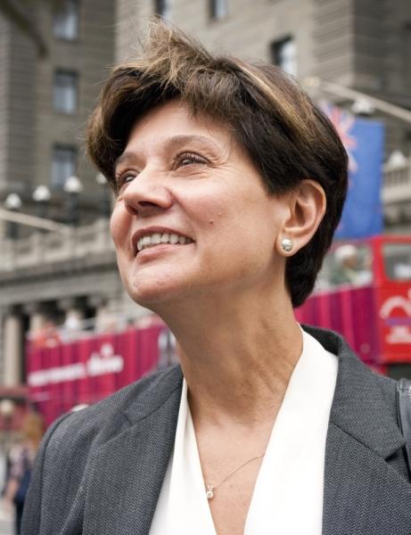 <b>Doris Hall</b>, CIO Americas, DB Schenker: &quot;Soll strategisch heißen, dass Sie - 890x