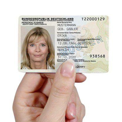 Um den neuen Personalausweis im Web zu nutzen, braucht der Bürger ein Programm. Die offizielle Bürger-App wurde durch Sicherheitslücken bekannt.
