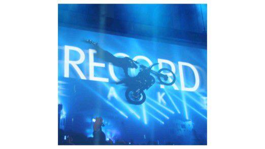 """Mit Rekord-Leistungen beim Motorradsport wollte EMC auf einem """"Mega-Event"""" auf eigene Höchstleistungen aufmerksam machen."""