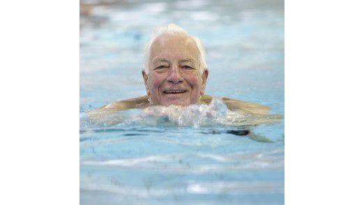 Pfleger bekommen mehr Zeit für ältere Menschen, durch die Dokumentation per Smartphone.