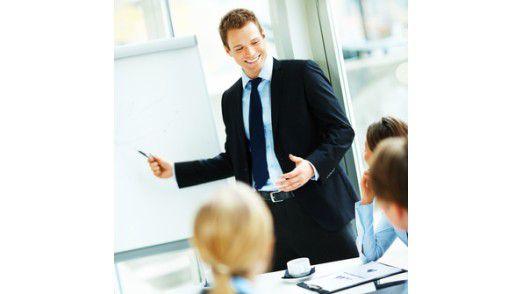 Informieren Führungskräfte ihre Angestellten ausreichend, beeinflusst das die Gesundheit der Mitarbeiter positiv.