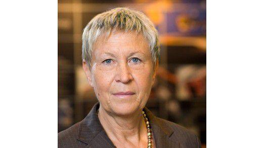 """Elisabeth Hoeflich CIO von Continental: """"Wir sollten in gebotenem Rahmen etwa über Lizenzmodelle von großen Firmen sprechen – oder wie wir zu offeneren Systemen mit klaren Schnittstellen kommen."""""""